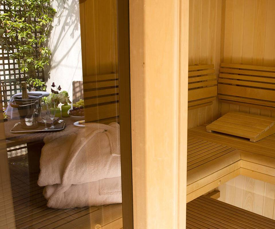 Relaxation space in Paris sauna at Relais Madeleine