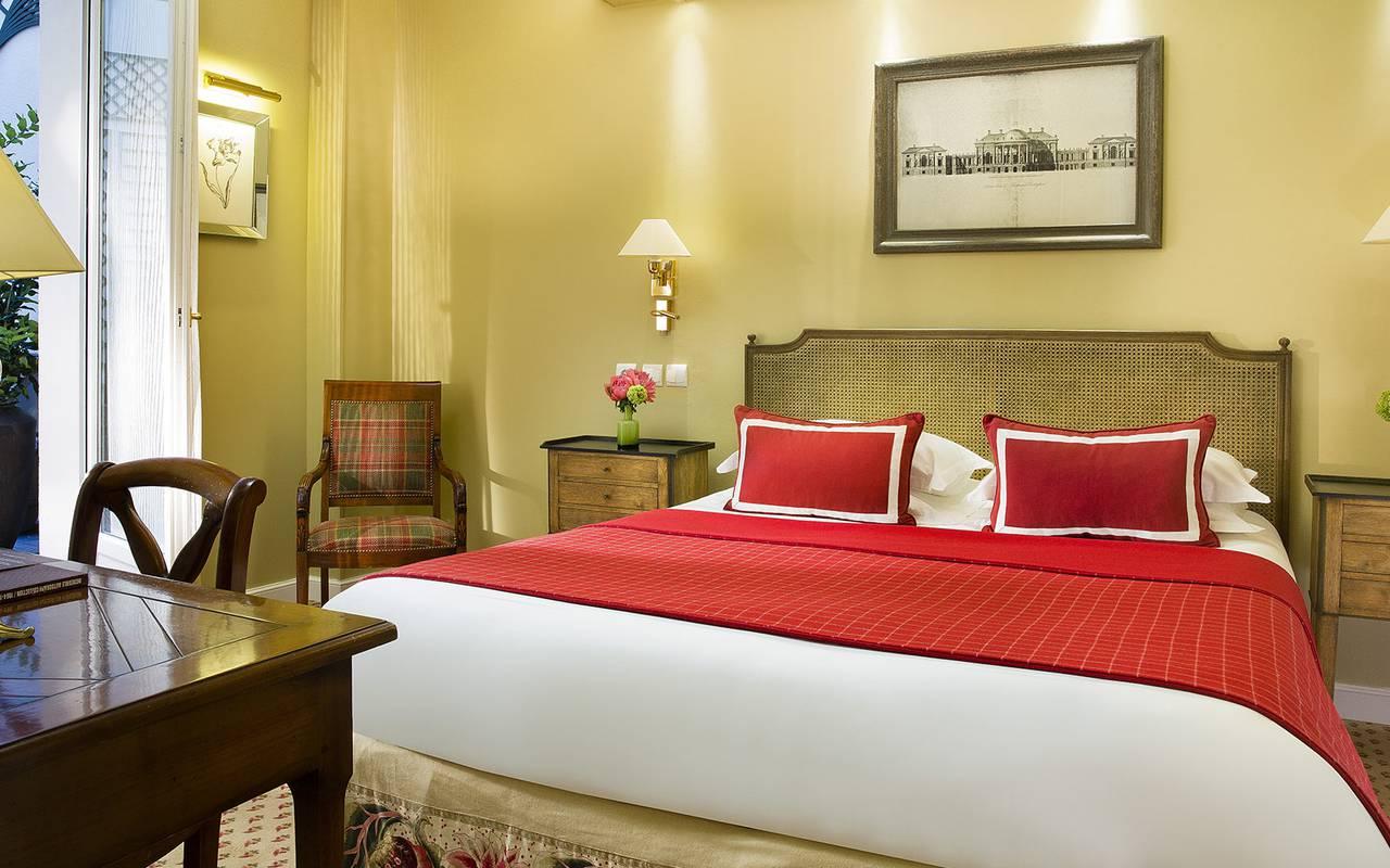Authentic room hotel center Paris