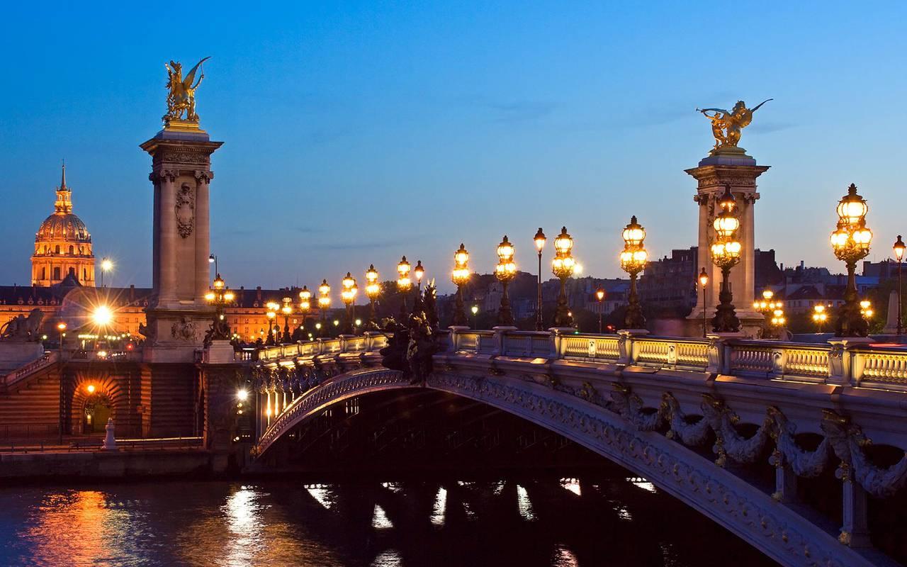 Parisian bridge Relais Madeleine hotel